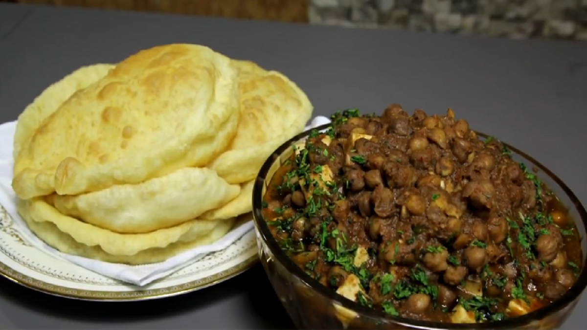 Chole Bhature Recipe, How To Make Chole Bhature, Near Me in Delhi 2020